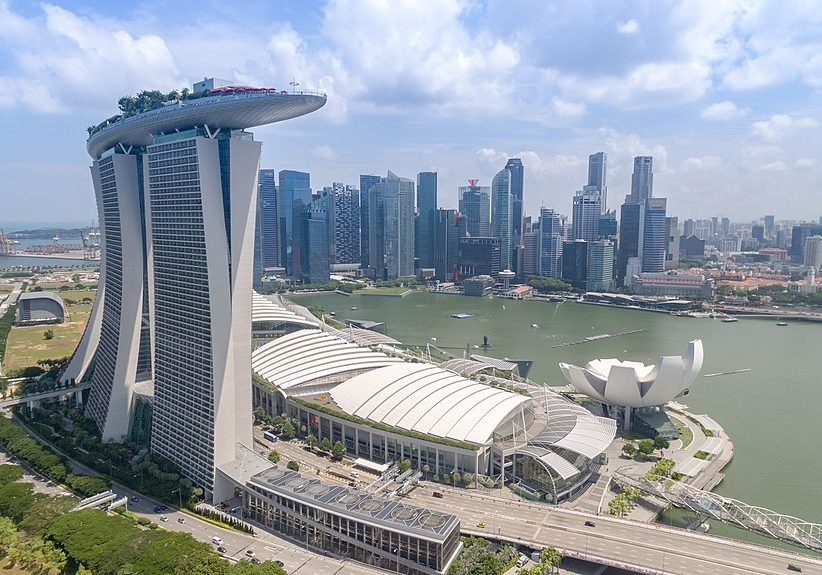 Marina Bay, Singapore. (Photo source: dronepicr/Wikimedia Commons)