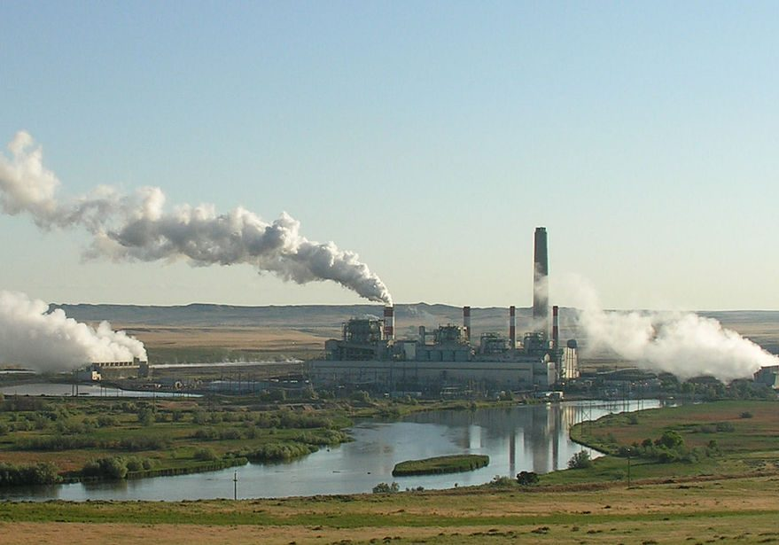 Dave Johnson coal-fired power plant, Wyoming. (Photo credit: Greg Goebel/Wikimedia Commons)
