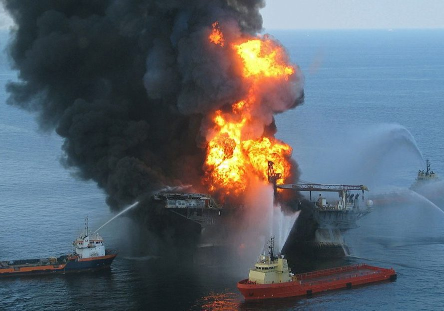 Deepwater Horizon fire. (Photo source: United States Coast Guard/Wikimedia Commons)