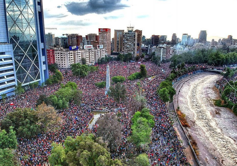 October 2019 protests in Chile in the Plaza Baquedano, Santiago. (Photo credit: Hugo Morales/Wikimedia Commons)