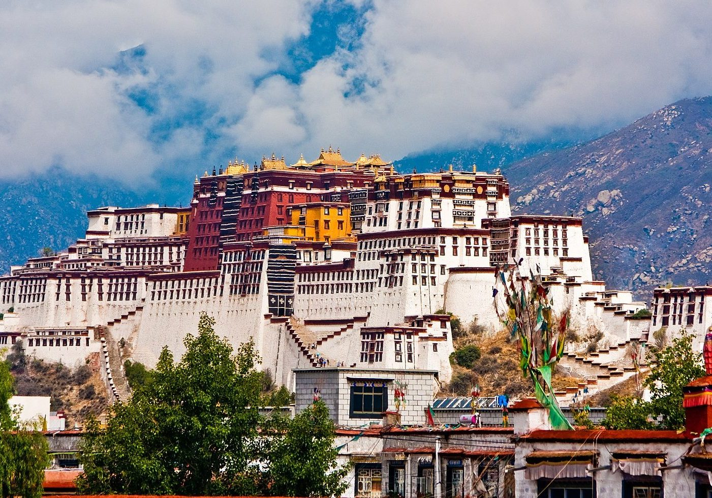 Potala Palace in Lhasa, Tibet. (Photo credit: Antoine Taveneaux/Wikimedia Commons)