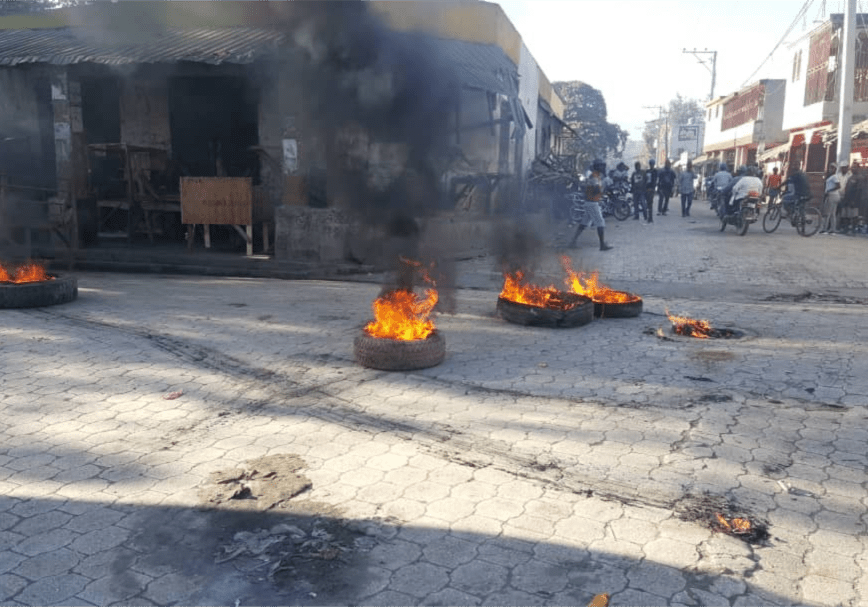 Burning car tires in the streets of Hinche in the center of Haiti, February 11, 2019. Photo credit: VOA