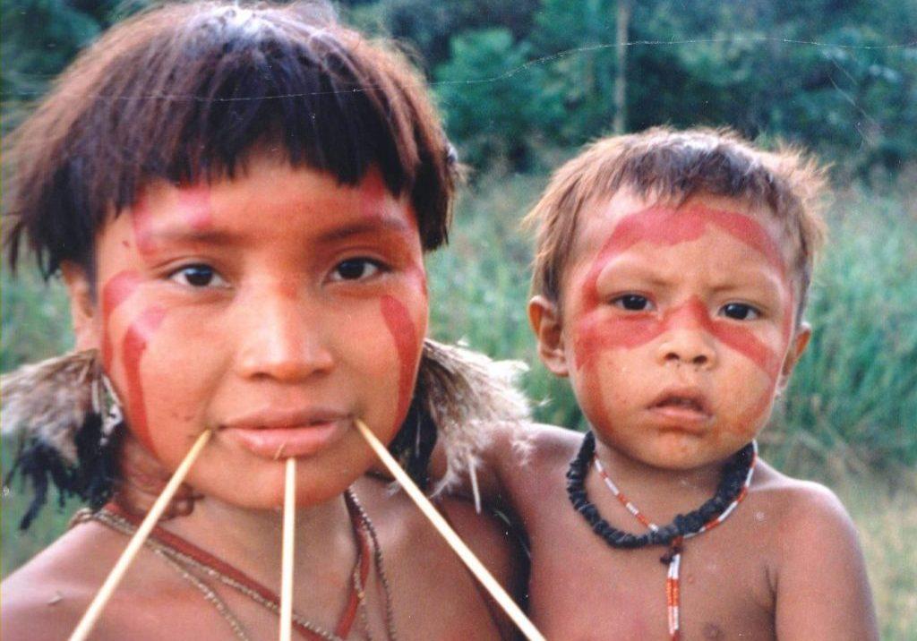 Yanomami woman and child, Homoxi, Brazil. (Photo credit: Cmcauley/Wikimedia Commons)