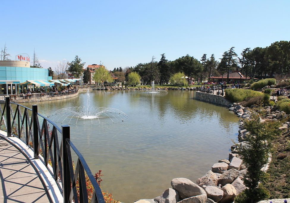 Atatürk Park, Kyrgyzstan (Photo credit: Ollios/Wikimedia Commons)