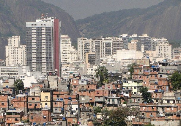 Office towers and favela, Rio de Janeiro. (Photo: Adam Jones, Ph.D./Wikimedia Commons)
